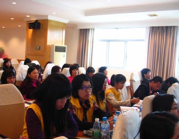 东莞理工学院政法学院志愿者参加广东妇女维权与信息服务站志愿服务图片