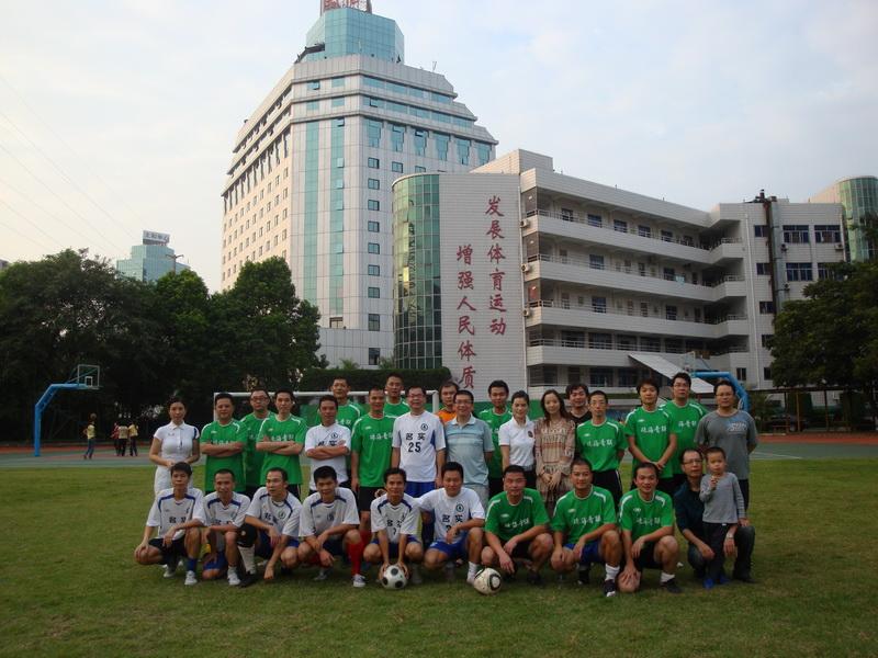 10月16日,珠海市青年联合会足球队和珠海名实足球队在珠海市第五中学