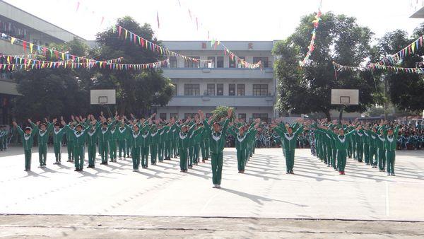 化州市石龙中学举行2013年元旦广播体操比赛