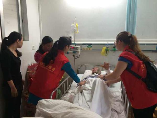 化州义工联合会发起为同庆镇坡底村因火灾烧伤的李恩森一家募捐 1