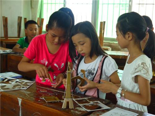 学生制作模型