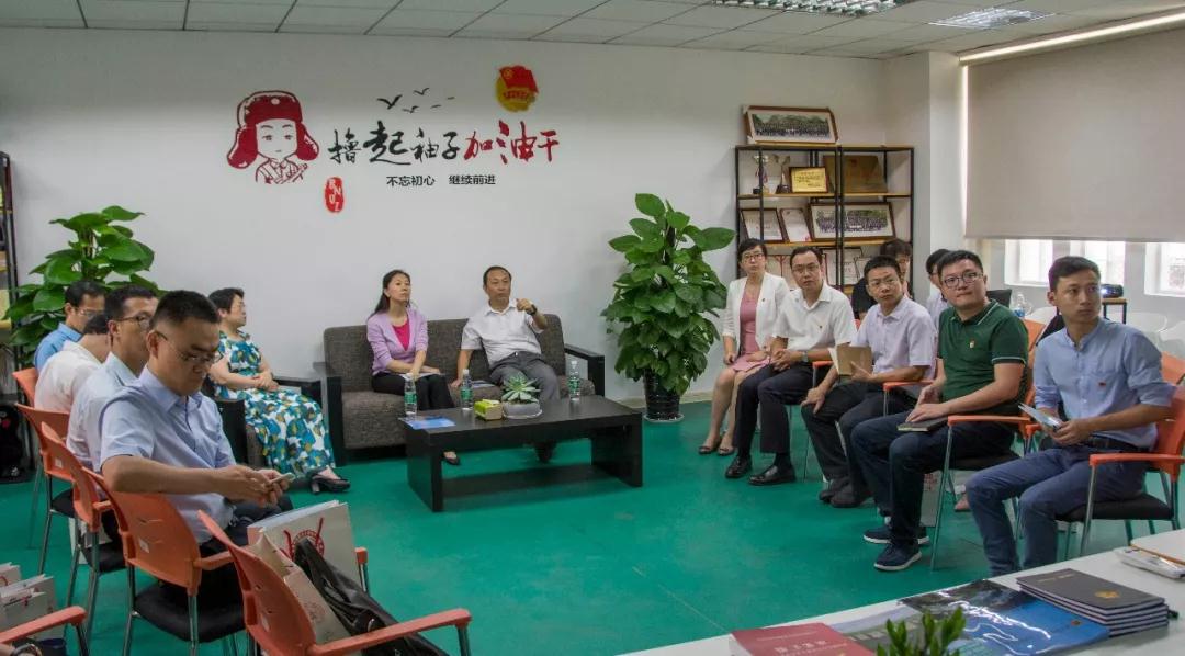尹冬梅同志调研北京师范大学珠海分校青年之�.png