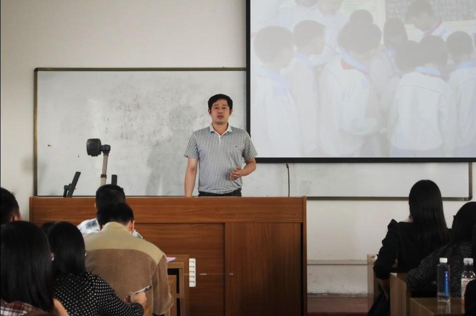 潮州市少先队总辅导员辜垂斌对我院学生少先队课外实践活动表示支持